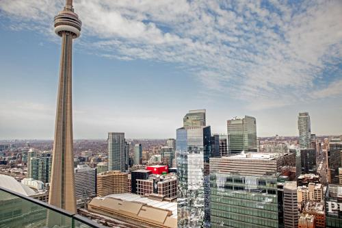 AOC Suites - High-Rise Condo - CN Tower View Photo