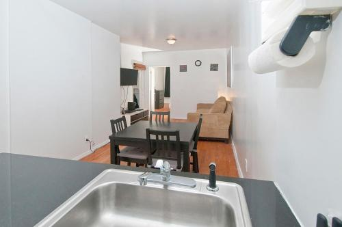 Spacious 2 Bedrooms Apartment - Times Square Photo