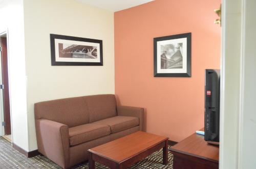 Best Western Airport Suites Photo