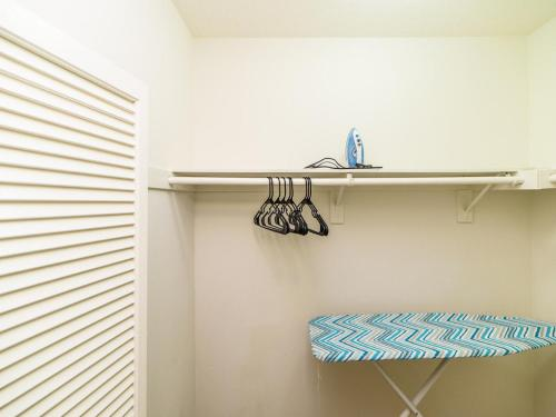 One Bedroom Apt next to South Coast - Costa Mesa, CA 92626
