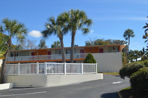 Tarpon Inn Photo