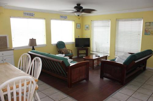 Beachgate 211 2BR Photo