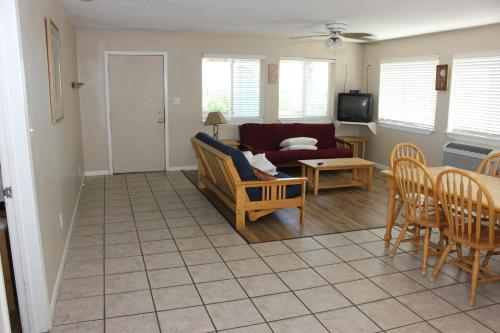 Beachgate 227 2BR Photo