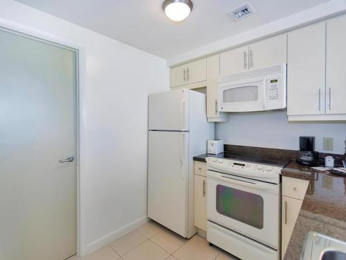 One-Bedroom Apartment in Miami, Coconut Grove # 1604 Photo