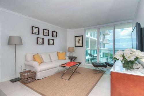 One-Bedroom Apartment in Miami, Coconut Grove # 2014 Photo