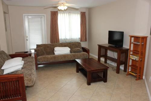 Beachgate 521 2BR Photo