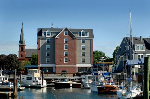 Salem Waterfront Hotel & Suites Photo