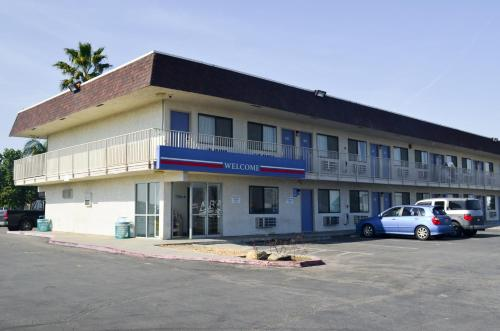 Motel 6 Lost Hills / Buttonwillow Racetrack Photo