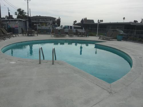 Edgewater Beach Inn & Suites Photo