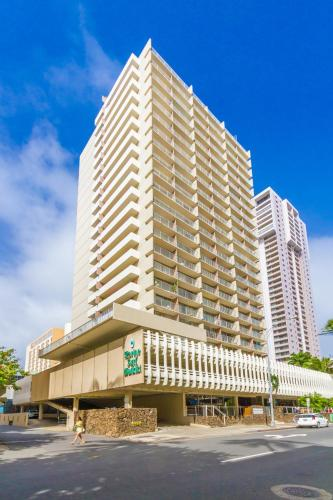 Tropical Studios in Heart of Waikiki Photo