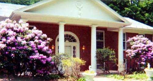 Enchanted Manor of Woodstock Bed and Breakfast Photo