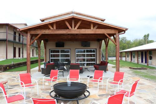 Kenedy Retreats - Kenedy, TX 78119
