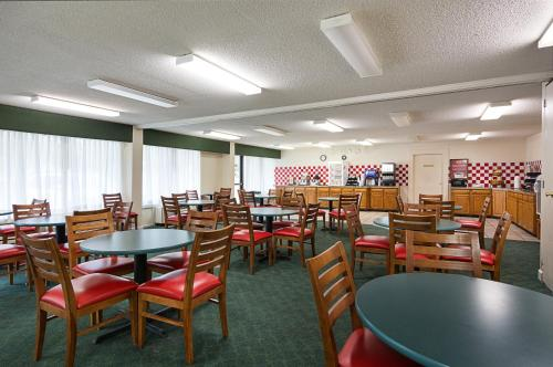 Econo Lodge Inn and Suites - Williamsburg Photo