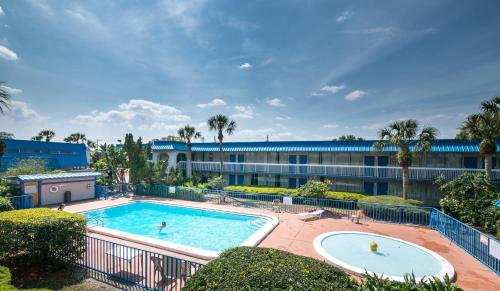 Vista Inn & Suites Tampa Photo
