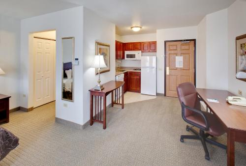 Staybridge Suites Rockford - Rockford, IL 61108