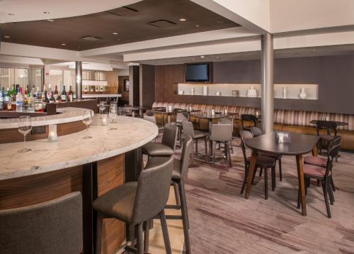 Courtyard By Marriott Baltimore BWI Airport Photo