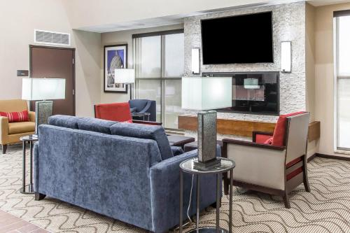 Comfort Suites West Omaha Photo