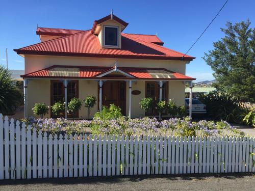 Hobart Quayside Cottages - Rosies Cottage