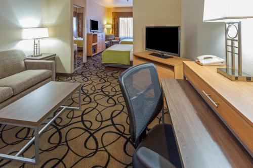 Holiday Inn Express Hotel and Suites - Henderson Photo
