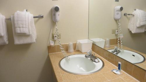 Rodeway Inn and Suites Boulder Broker Photo
