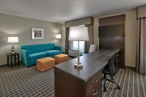 Hampton Inn & Suites Albuquerque Airport Photo