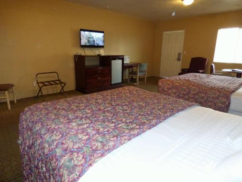 Economy Inn & Suites Photo