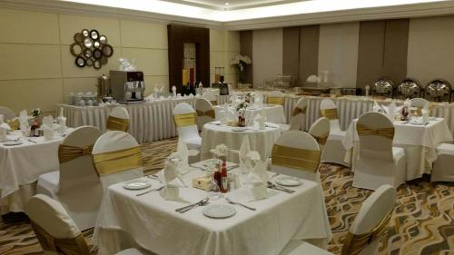Al hyatt jeddah continental hotel prices photos reviews address al hyatt jeddah continental hotel hotel and room photos junglespirit Image collections