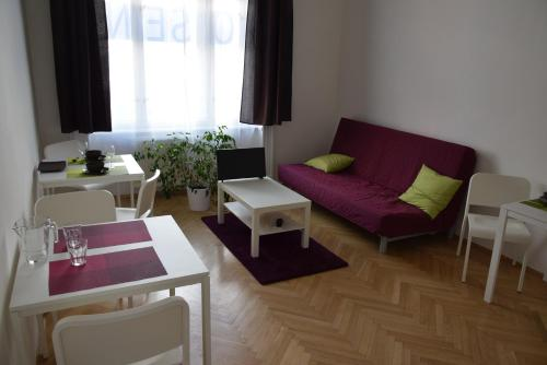 Beautiful and Spacious Apartment - фото 0