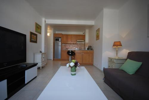 2 Pieces Rue d'Antibes 57050 - cannes -