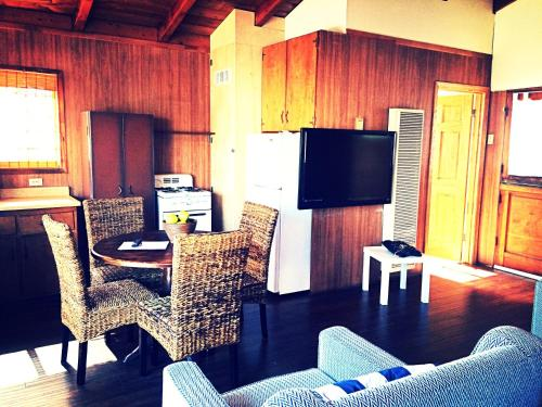 Sunset Beach Bungalow Suite: Steps to Beach - Huntington Beach, CA 90742