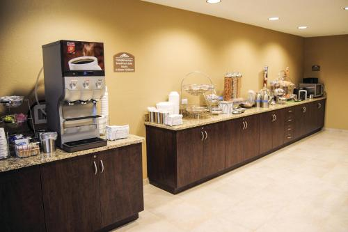 Microtel Inn & Suites By Wyndham Mineral Wells/Parkersburg Photo