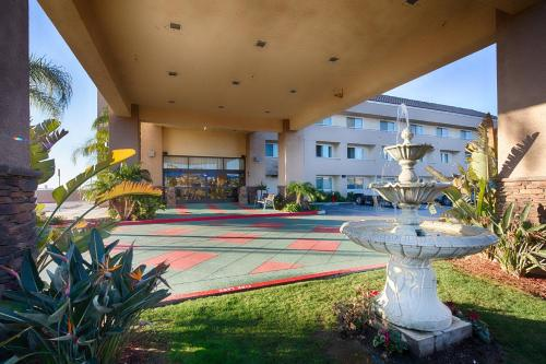 Red Lion Inn & Suites Perris - Perris, CA 92570