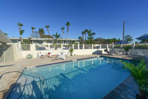 Regency Inn & Suites Sarasota Photo