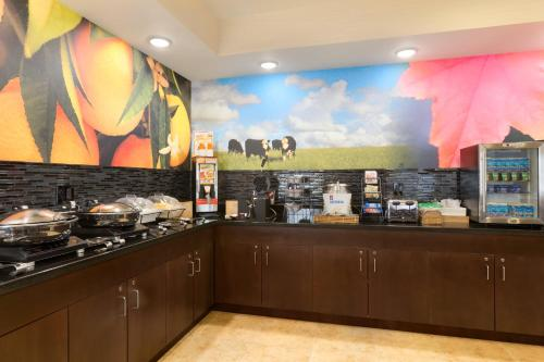 Fairfield Inn & Suites Midland Photo