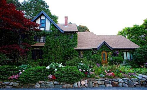 Ivy Manor Inn Bed and Breakfast Photo
