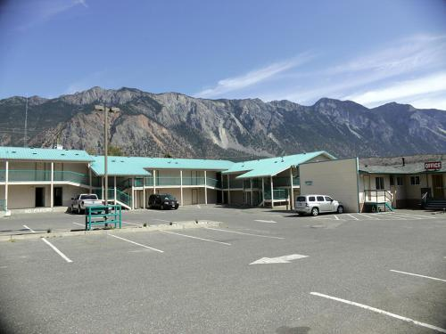 Canadas Best Value Inn Mile-0-Motel Lillooet Photo