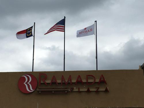 Ramada Plaza Hotel Charlotte Airport & Conference Center Photo