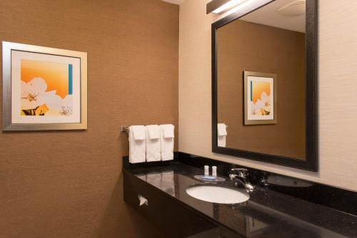 Fairfield Inn and Suites by Marriott Chicago St. Charles Photo