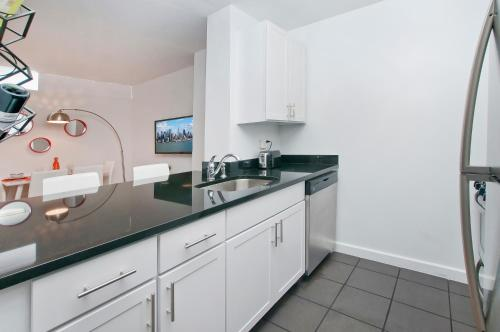 Luxurious Two Bedroom Apartment in Doorman Building - Lincoln Center photo 5