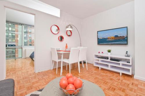 Luxurious Two Bedroom Apartment in Doorman Building - Lincoln Center Photo