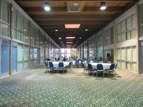 Atrium Hotel & Conference Center Photo