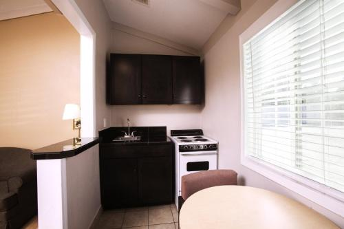 Tri Valley Inn And Suites - Pleasanton, CA 94566