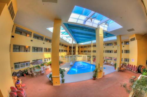 Bedford Plaza Hotel In Bedford Ma Indoor Pool Non Smoking Rooms Handicapped Accessible