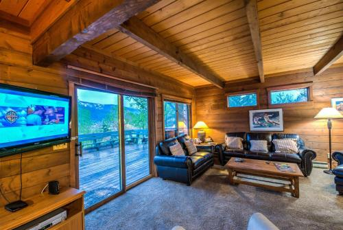 Sky View Chalet Photo