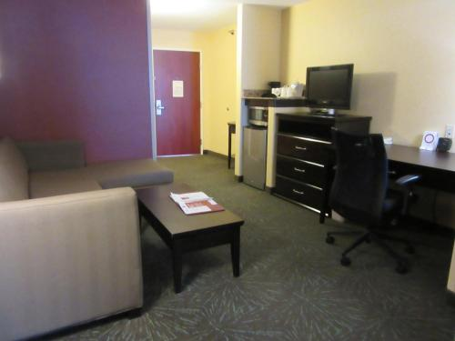 Comfort Suites Airport Wichita Photo
