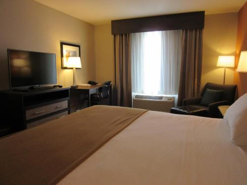 Holiday Inn Express Wichita South Photo