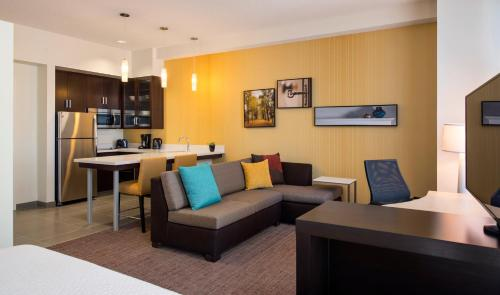 Residence Inn by Marriott Calgary South Photo