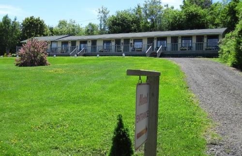 Basinview Motel Photo