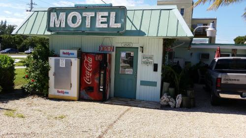 Royal Hawaiian Motel/Botel Photo