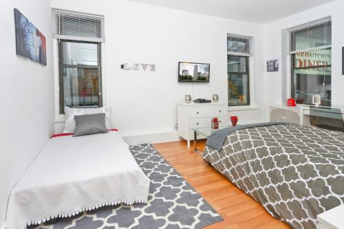 Modern Three Bedroom Apartment - Upper East Side photo 9